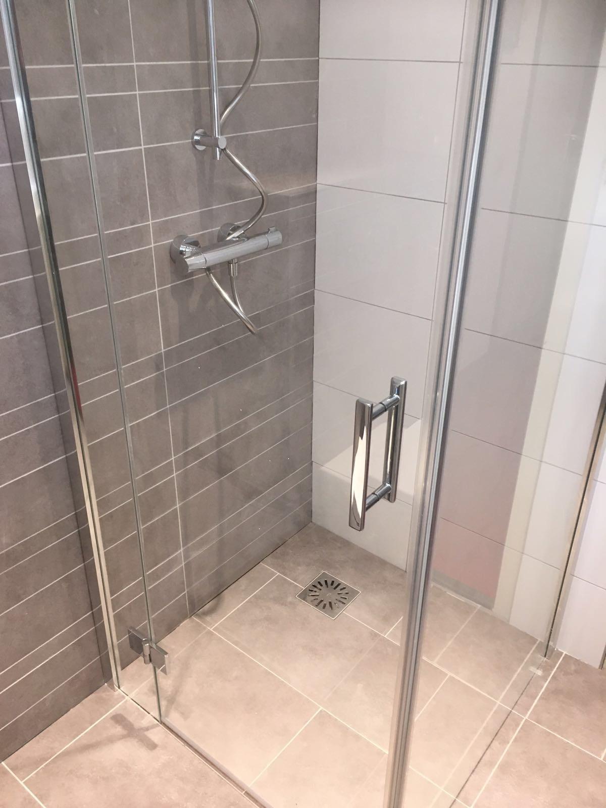 Renovatie badkamer en toilet bouw timmer onderhoudsbedrijf